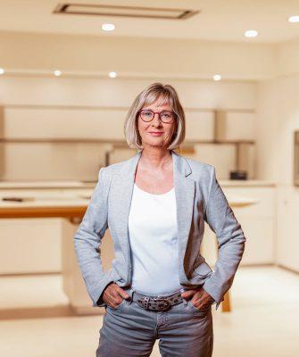 Portrait von Mitarbeiterin Beate Wittky
