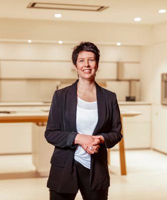 Portrait von Mitarbeiterin Claudia Kolter