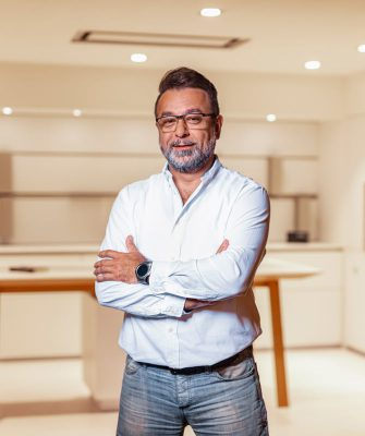 Portrait von Mitarbeiter Kemal Can