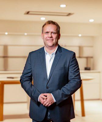 Portrait von Mitarbeiter Lars Schrader