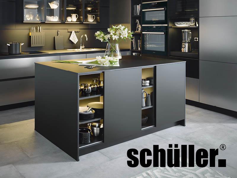 dunkle Schüller-Küche