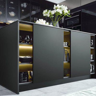 Schüller Küche schwarz